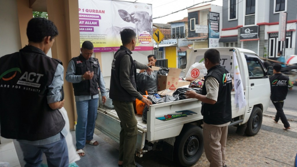 ACT and MRI Tasikmalaya Distribute Aid to Cikubang Landslide Victims's image