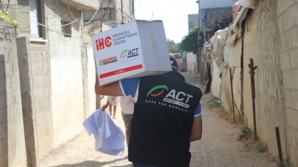Delivering Aid to Densely Populated Camp in Gaza
