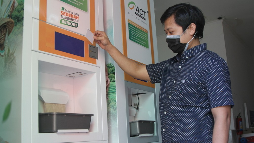 ACT's Automated Rice Dispensers Fulfill Community's Need for Food During Pandemic' photo