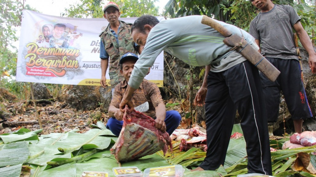 The Happiness of Sharing Qurbani to Indonesian Remote Areas' photo