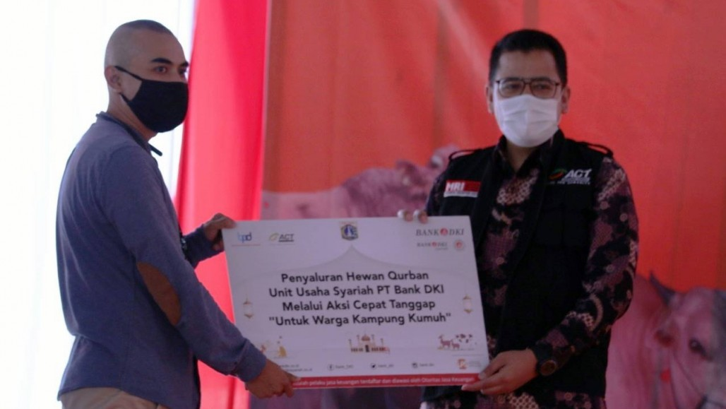 Several Institutions Receives Qurbani Animals Mandated by Jakarta Provincial Government' photo