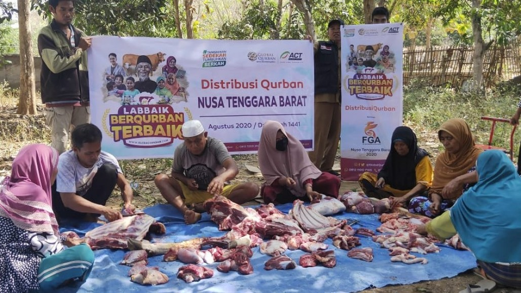 Delivering Qurbani Meat to Fire Victims in Ntonggu Village