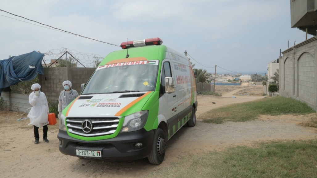 Indonesian Ambulance Serves Gaza Patients in Their Houses