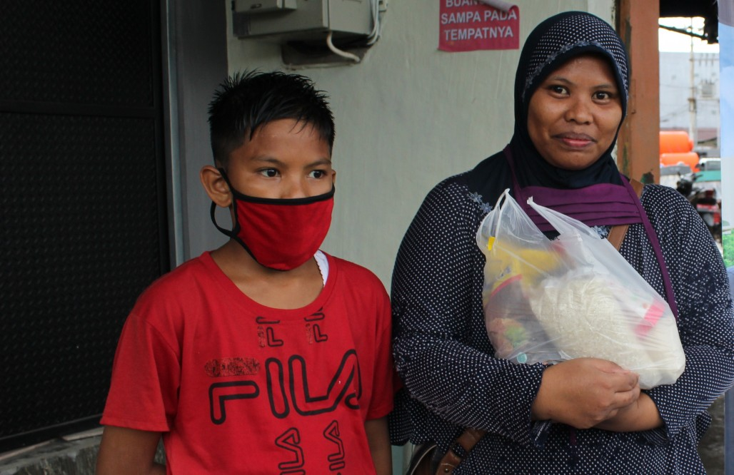 Bread Peddler in Ambon Moved by Food Alms Gathering Point photo