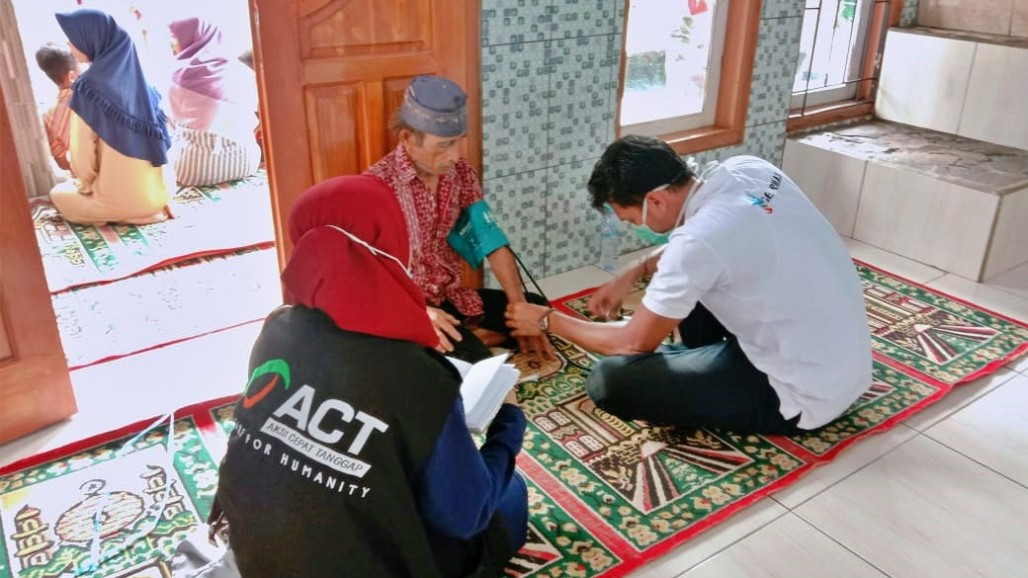 ACT Continues to Provide Humanitarian Assistance for Garut and Sukabumi Flood Victims photo