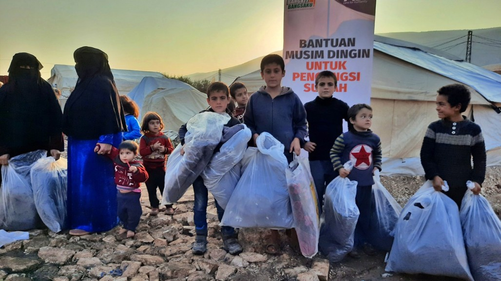 Jackets and Blankets Distributed to Syrians in Early Winter