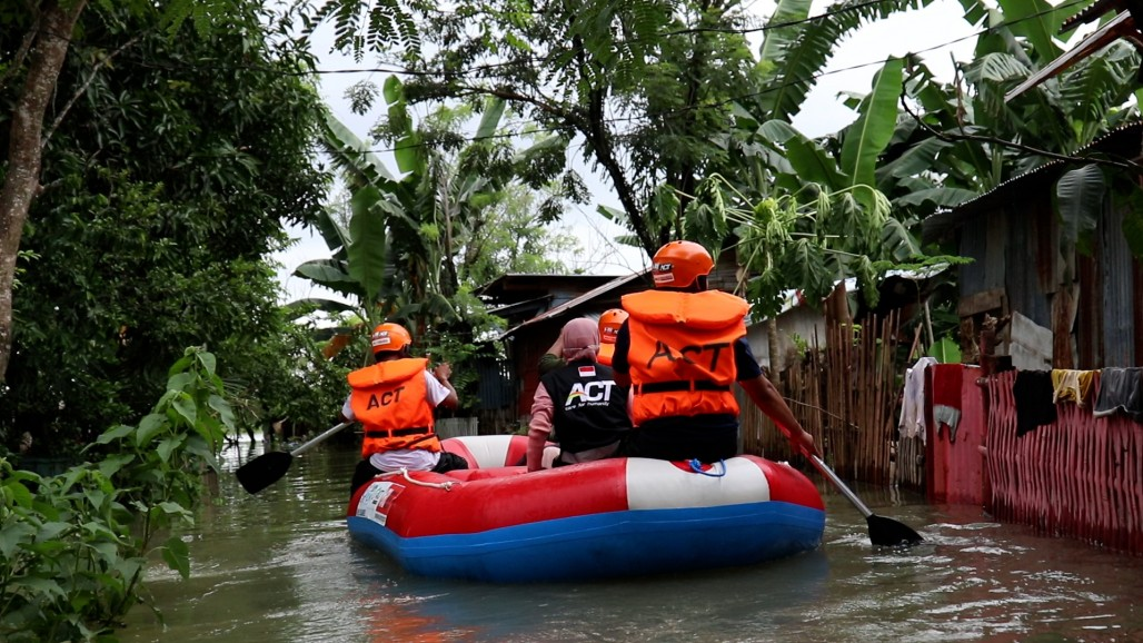 Various Humanitarian Actions to Help Flood Victims in Makassar's image