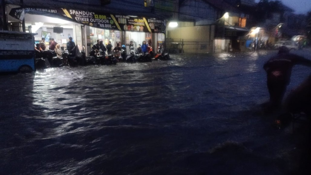 Flood Hits Dozens of Locations After Heavy Rain in Bandung's image
