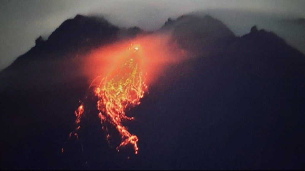 Incandescent Lava Avalanches from Mount Merapi, Residents Swarm Evacuation Sites's image