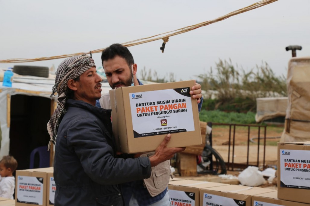 Food Aid and Winter Clothing Bring Smile to Syrian Refugees in Akkar