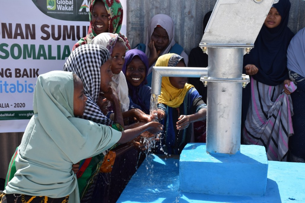 Waqf Water Well Quenches Poor Somalis Amid Conflict