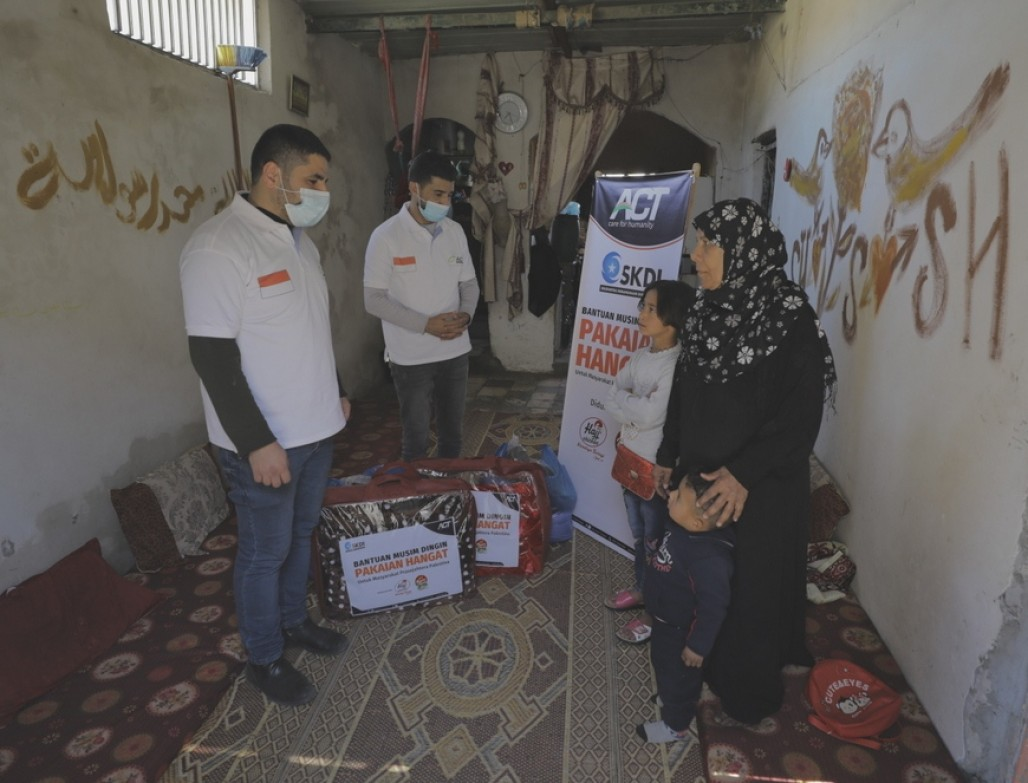 Warming Palestinian Families This Winter with Our Assistance