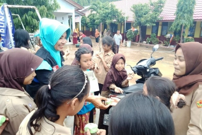 Meal Packages for Flood Victims in Lampung's image