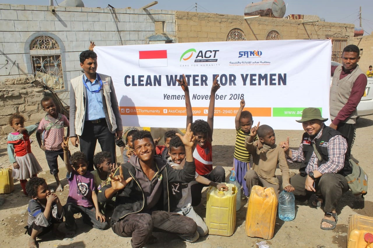In Sana'a, Thousands of Liters of Clean Water Distributed Every Day' photo