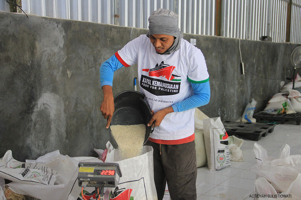 Volunteers from Blora are Happy to Help Palestine