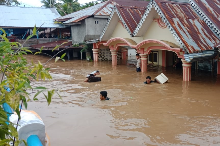 Almost All Municipalities and Regencies in Bengkulu Flooded's image