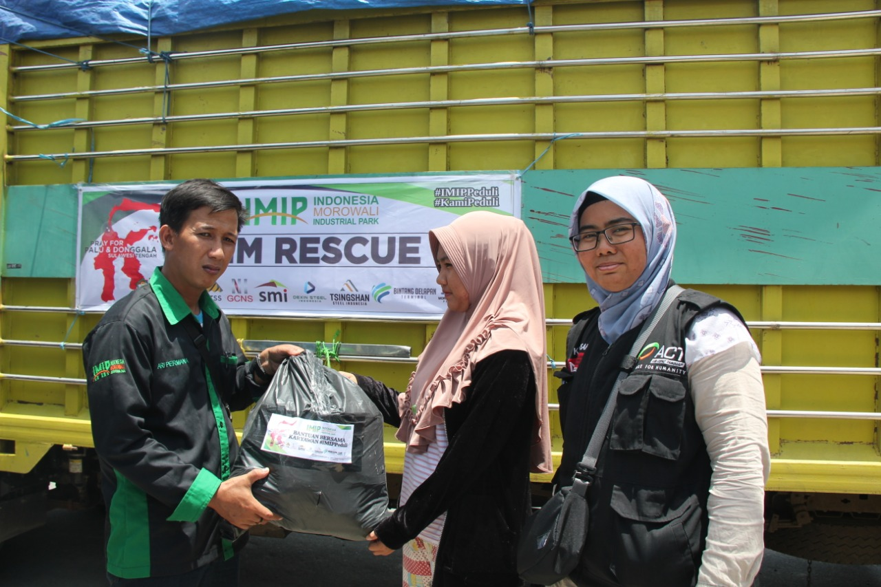 PT IMIP Donates Three Trucks of Aid Packages to ACT Post Palu's image