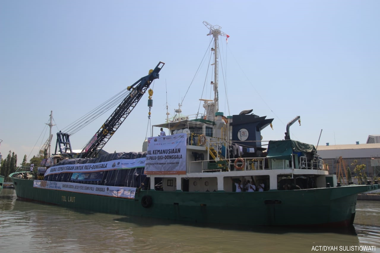 Humanitarian Ship Carries 1,000 Tons of Aid for Palu and Donggala's image