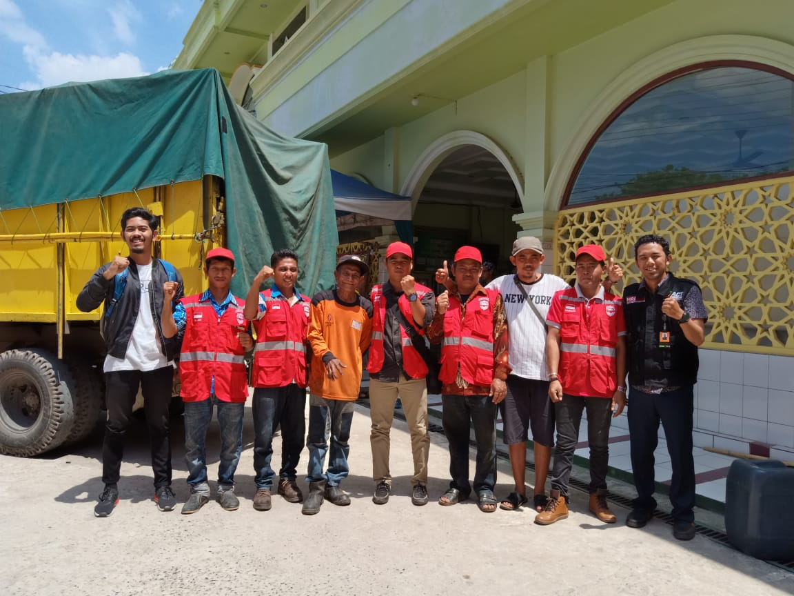 Volunteers from Central Kalimantan Travel for 450 Kilometers to Deliver Aid's image