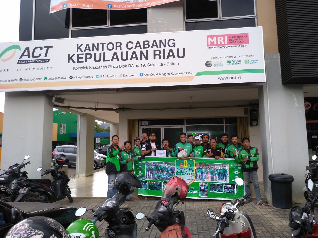 Batamese Online Motorcycle Taxis Raise Funds for Central Sulawesi's image