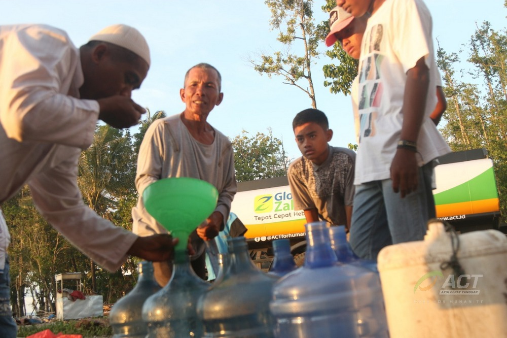 Humanity Mobil Water Tank Provides Free Clean Water for Sumur Residents's image