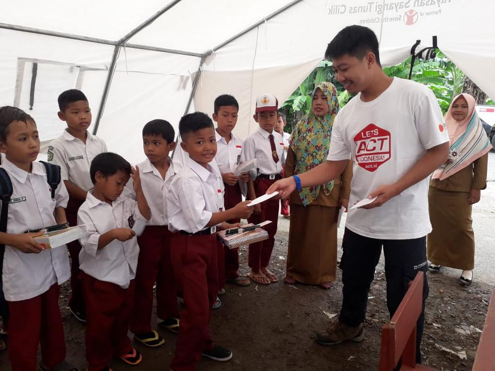 ACT Distributes Aid Packages for Tsunami-Affected School Students in Lampung's image