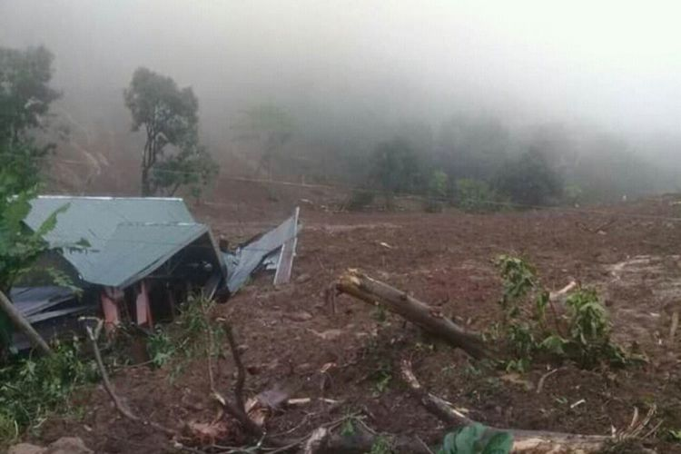 One Hamlet Buried by Landslides in Gowa's image