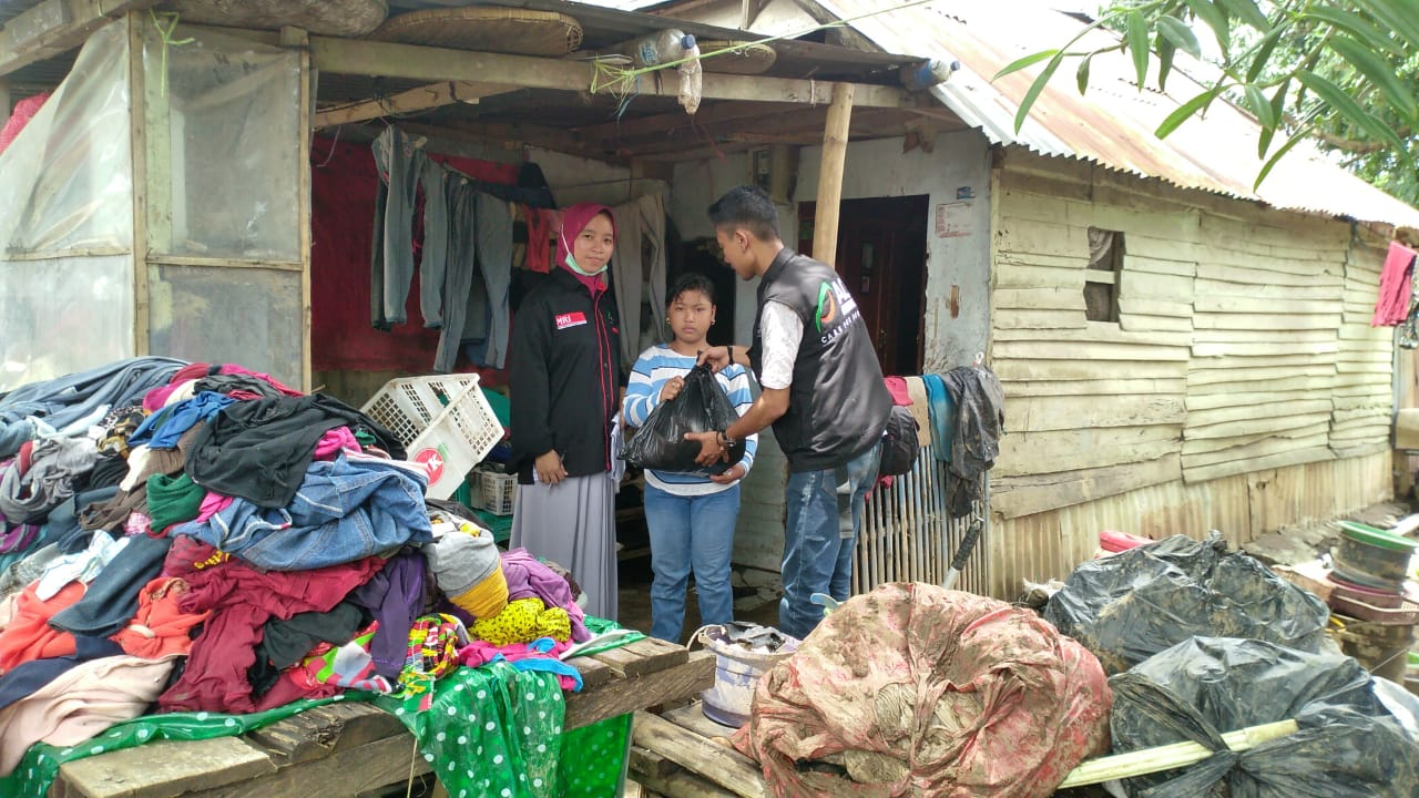 Aid Packages for Flood Survivors in Pallanga, Gowa's image