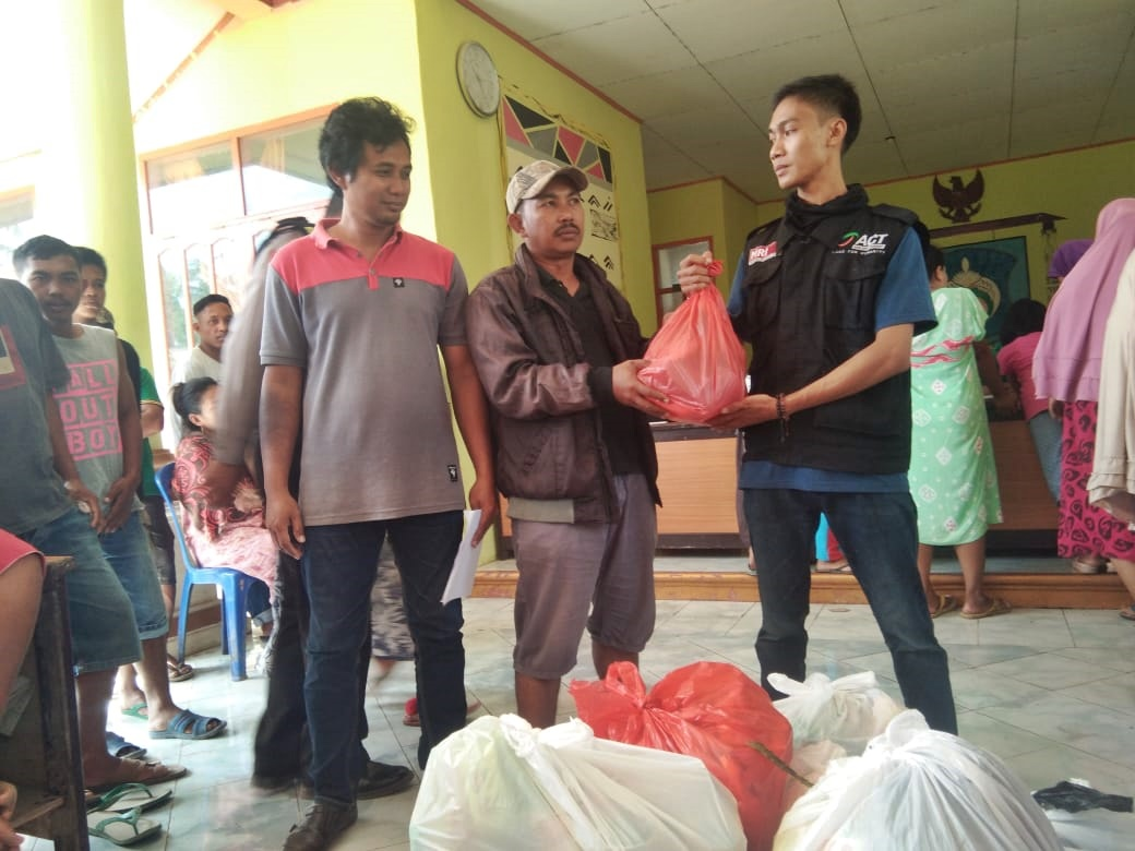 Jeneponto Flood Victims Receive Hundreds of Aid Packages's image
