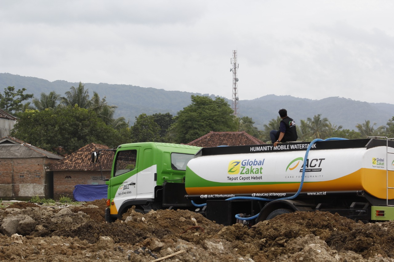 Delivering Clean Water Across Difficult Road's image