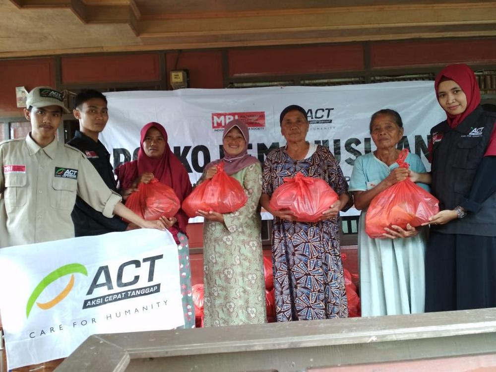 More Aid Packages Distributed to Jeneponto Flood Victims's image