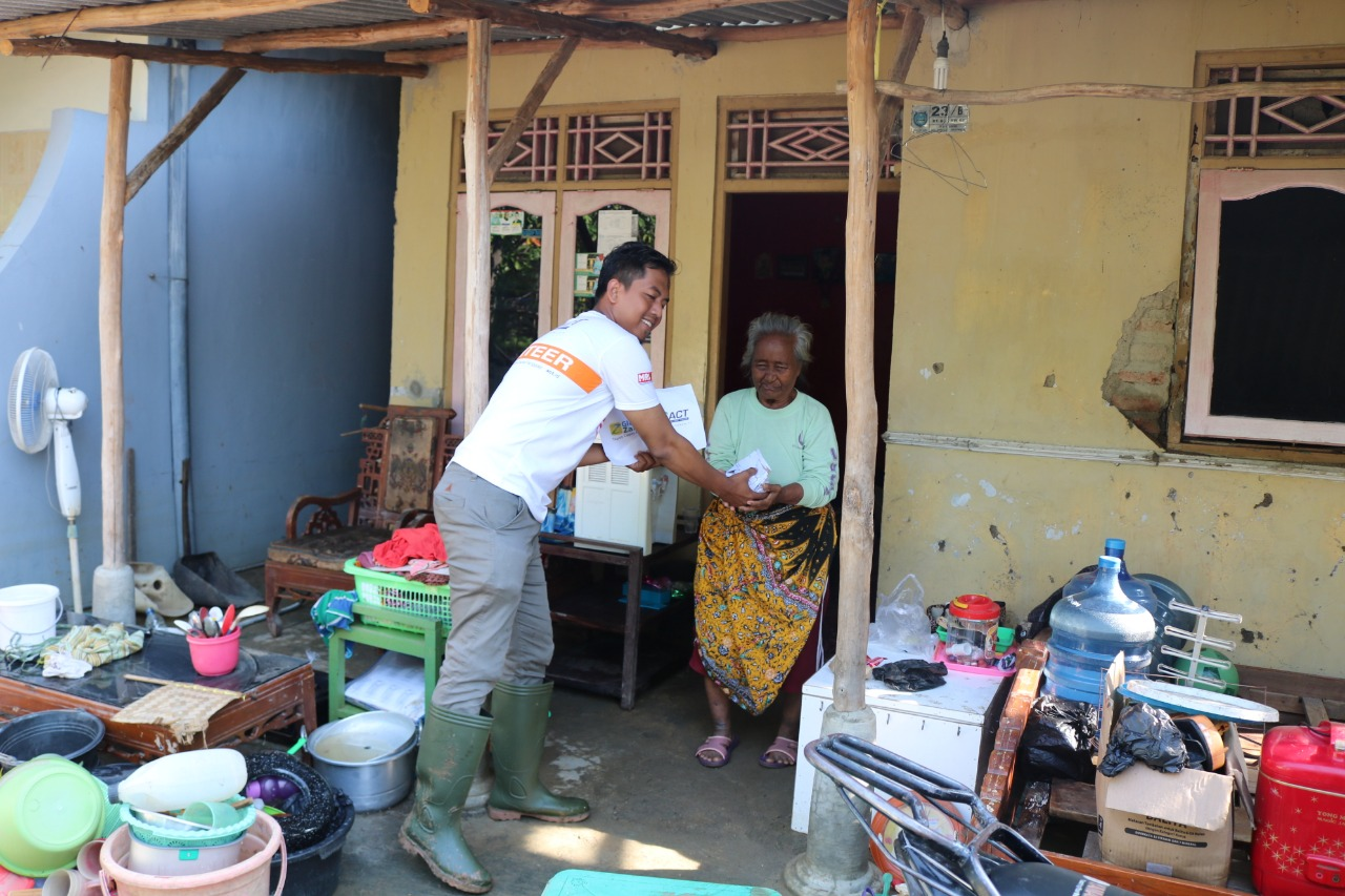 Indramayu Flood Victims Start Going Back to Their Homes's image