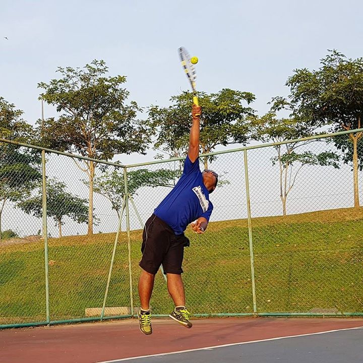 5b98b9916 Play tennis with Muhammad Nazhiim on