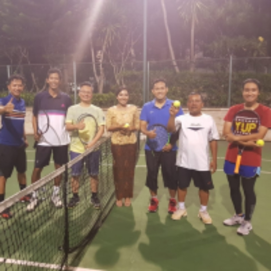 2f263acab0787 Play tennis with Faisal Reza on