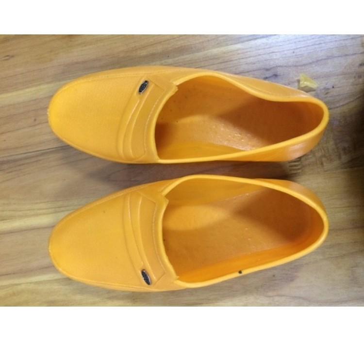 Giày nhựa cao su màu vàng size 40 - HONONSE