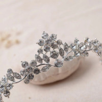This Wedding Crystal Leaf Shaped Tiara is suitable for every special occasion and event.