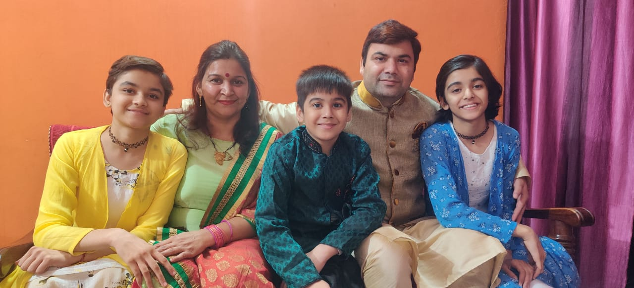 Aanya Chaudhary family