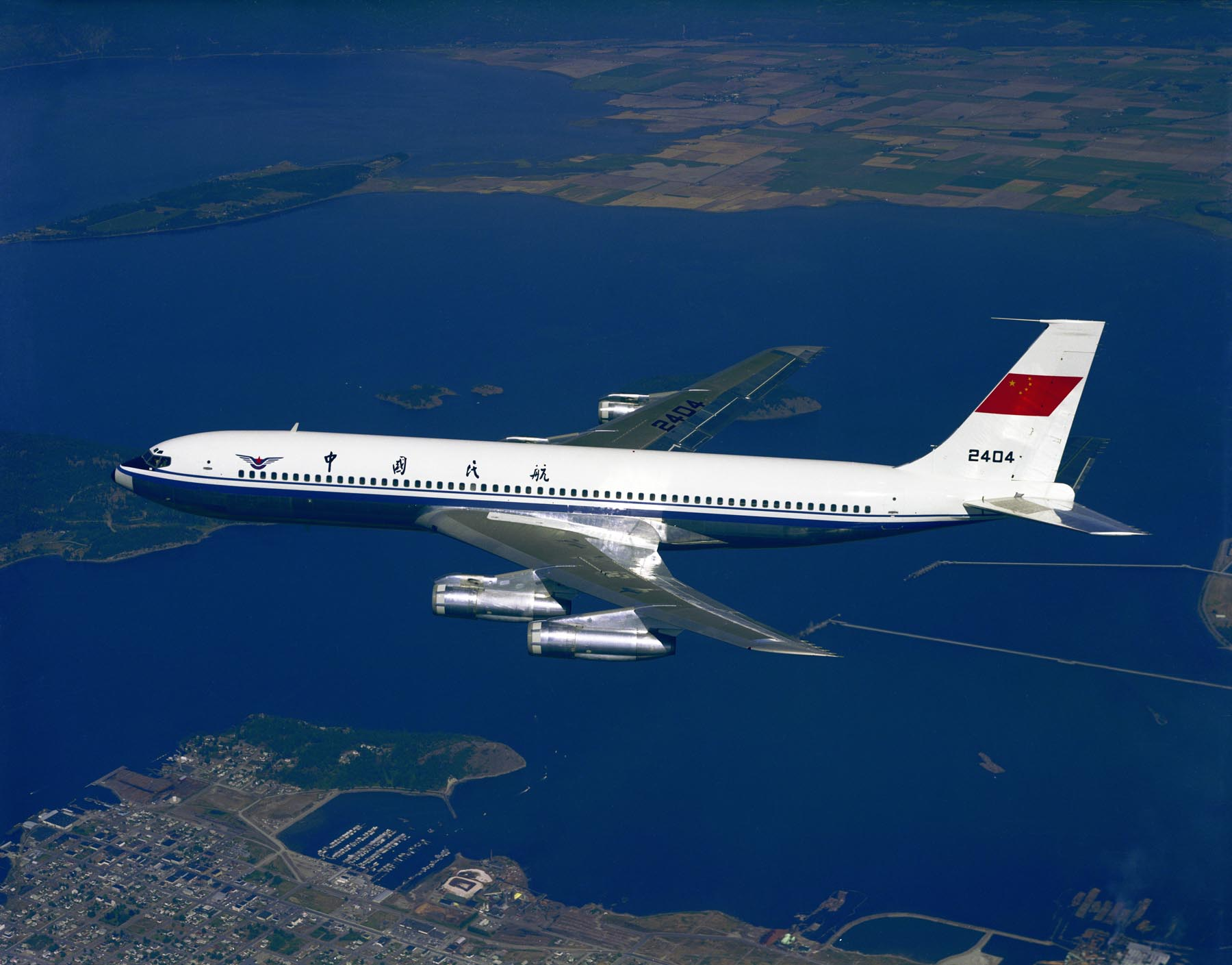The Boeing 707 was a hugely popular passenger aeroplane up until the early 2000s. Image source: Wikimedia Commons
