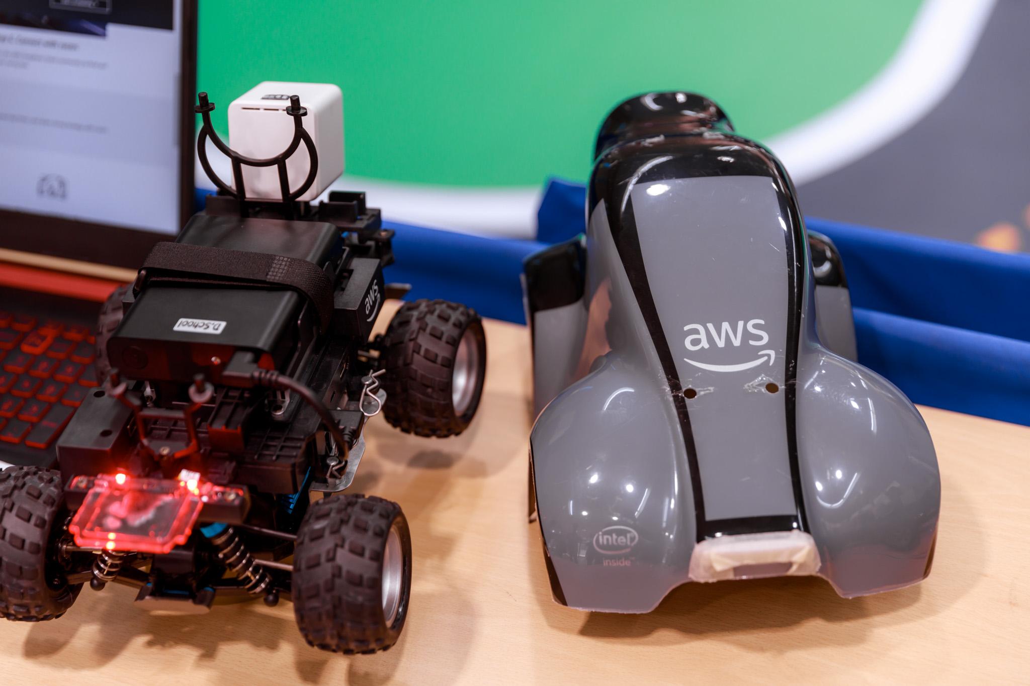 引進AWS DeepRacer,利用Game 型態改變過去以Programming為主的教學方式,讓同學們愉悅地進入AI世界