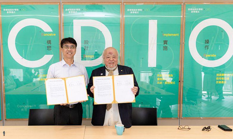 李校長(左)與日月明珠廖董事長代表簽訂合作協議,共同改造日月潭基地。