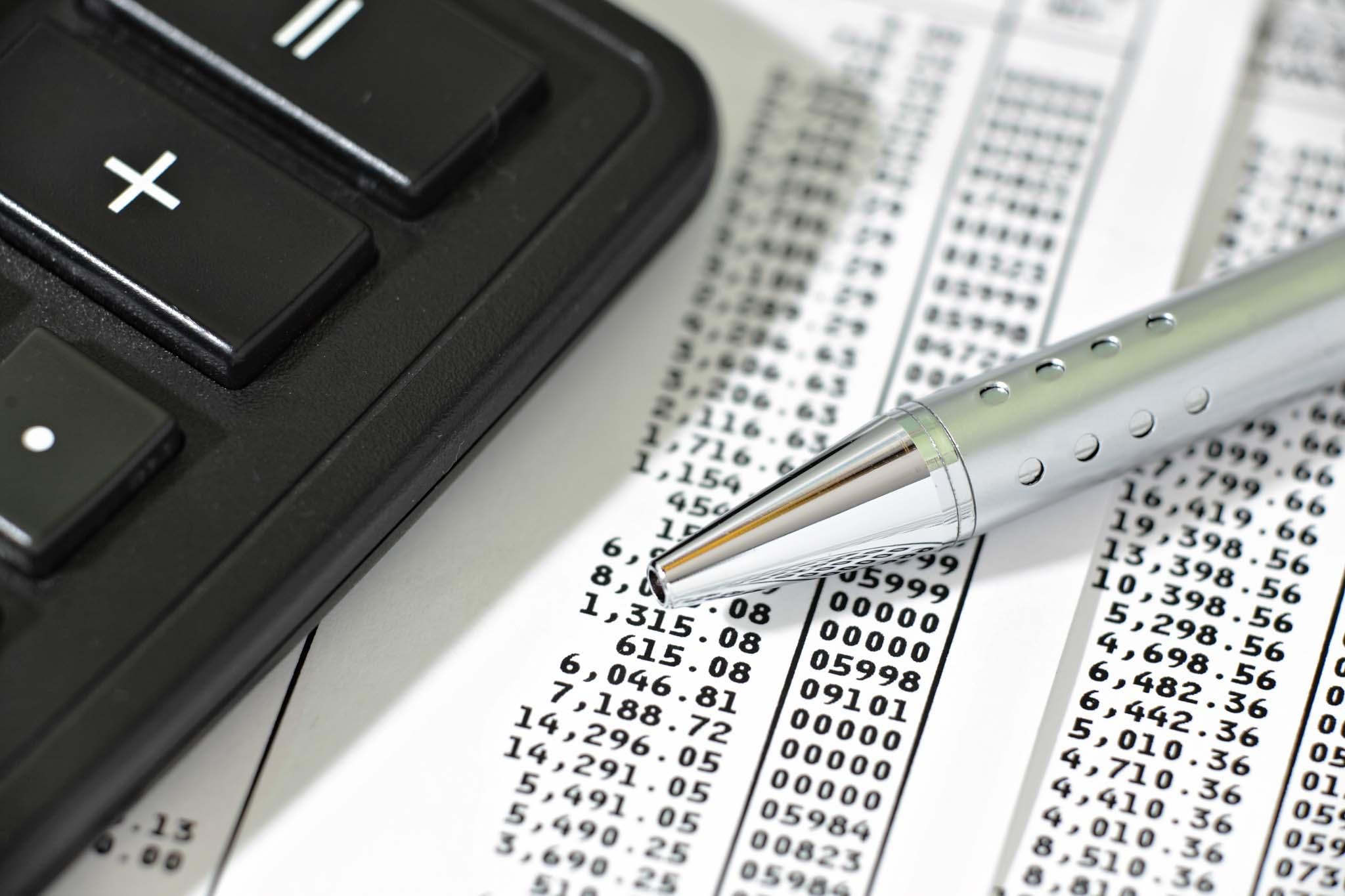 會計系領域還包含「審計」,也有一些「商業法律」的專業。