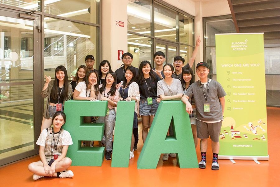 逢甲大學學生參與歐洲創新學院在義大利舉辦的創新創業工作坊。