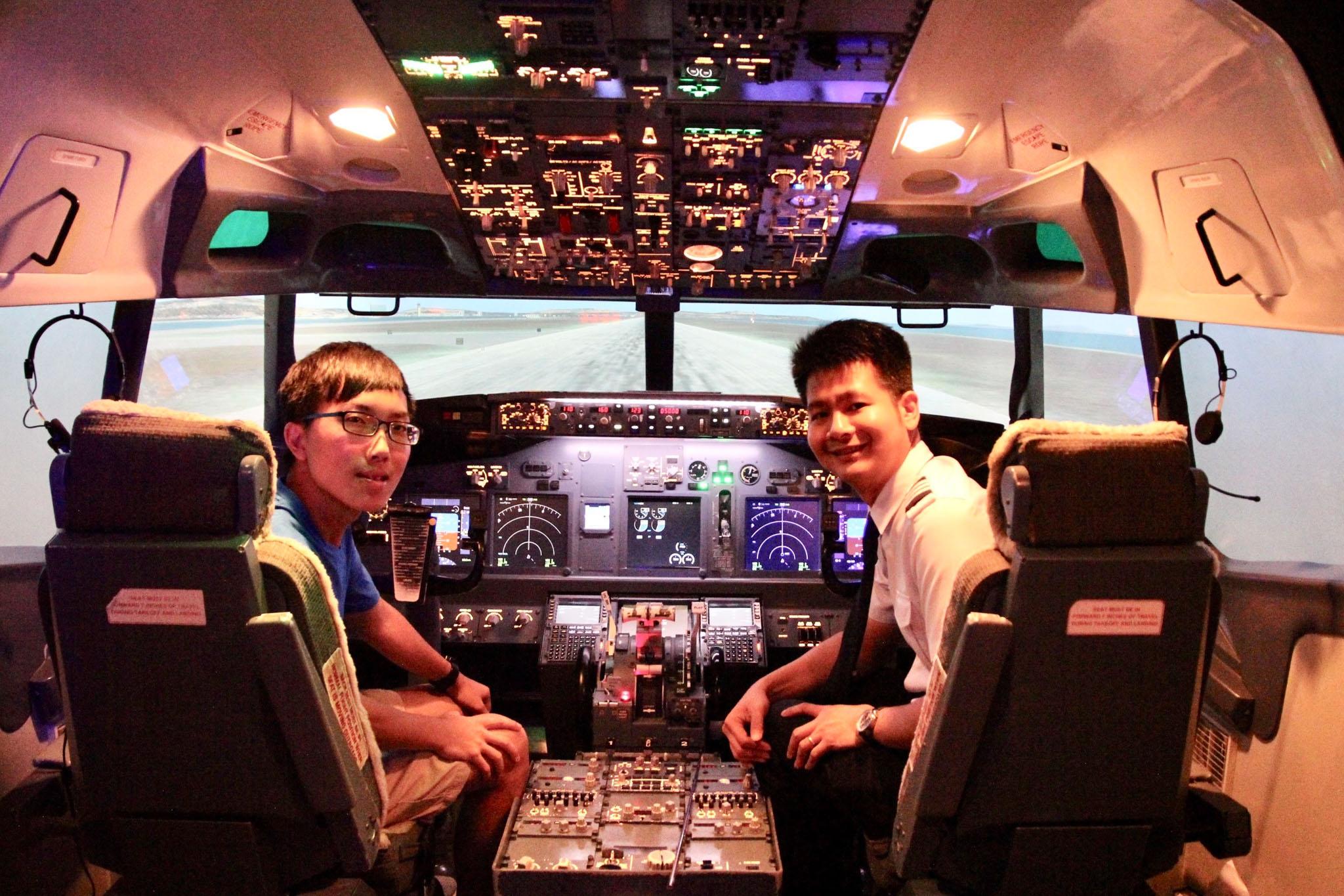 位在新加坡Flyer的Boeing 737模擬駕駛艙,體驗客機的操作。