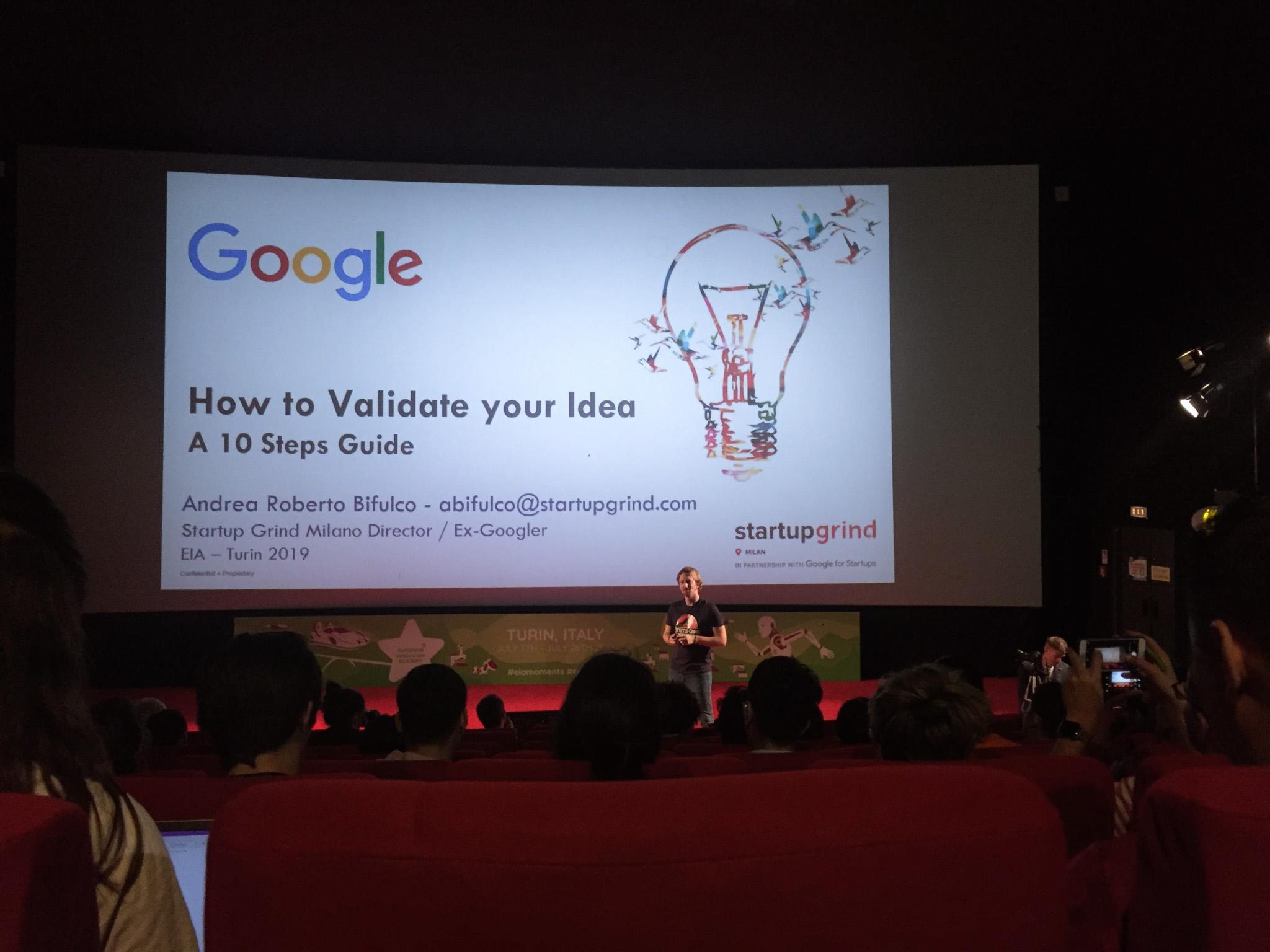 來自google的講師帶來所屬部門研發的google glass現場展示,以及跟我們分享如何讓腦中的新點子在真實生活中實現