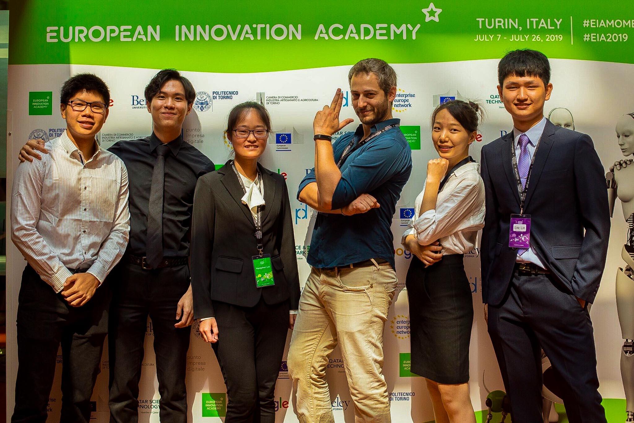 我們是由新加坡、上海、台灣組成的團隊