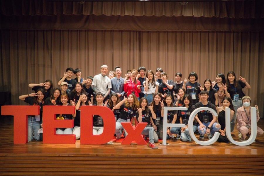 和一群志同道合的逢甲大學伙伴,策展了逢甲大學的第一場TEDx年會