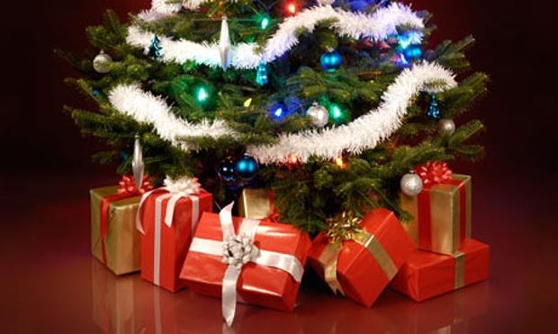 Decorated-Christmas-tree--007