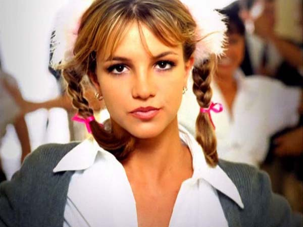 Karlie Kloss looked like a #tbt Britney Spears in this