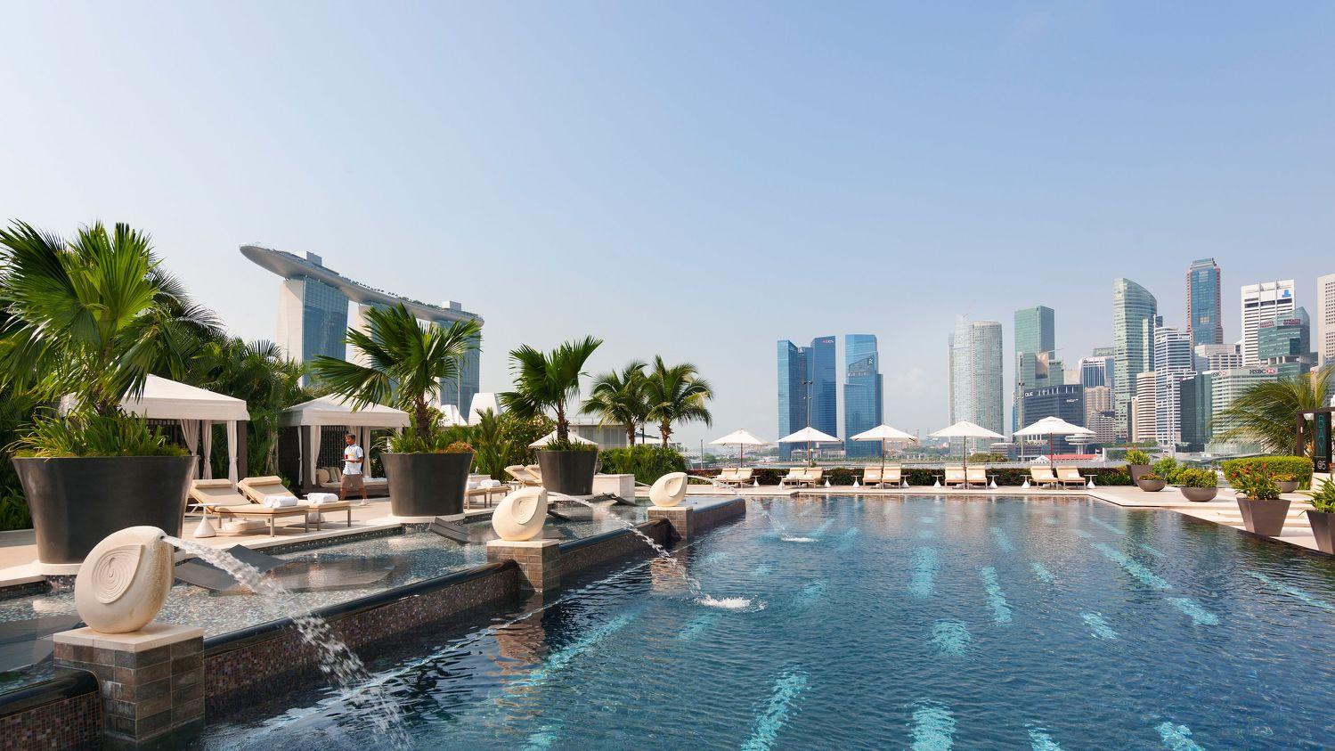 Mandarin Oriental Singapore Outdoor Pool - THE EDGE SINGAPORE