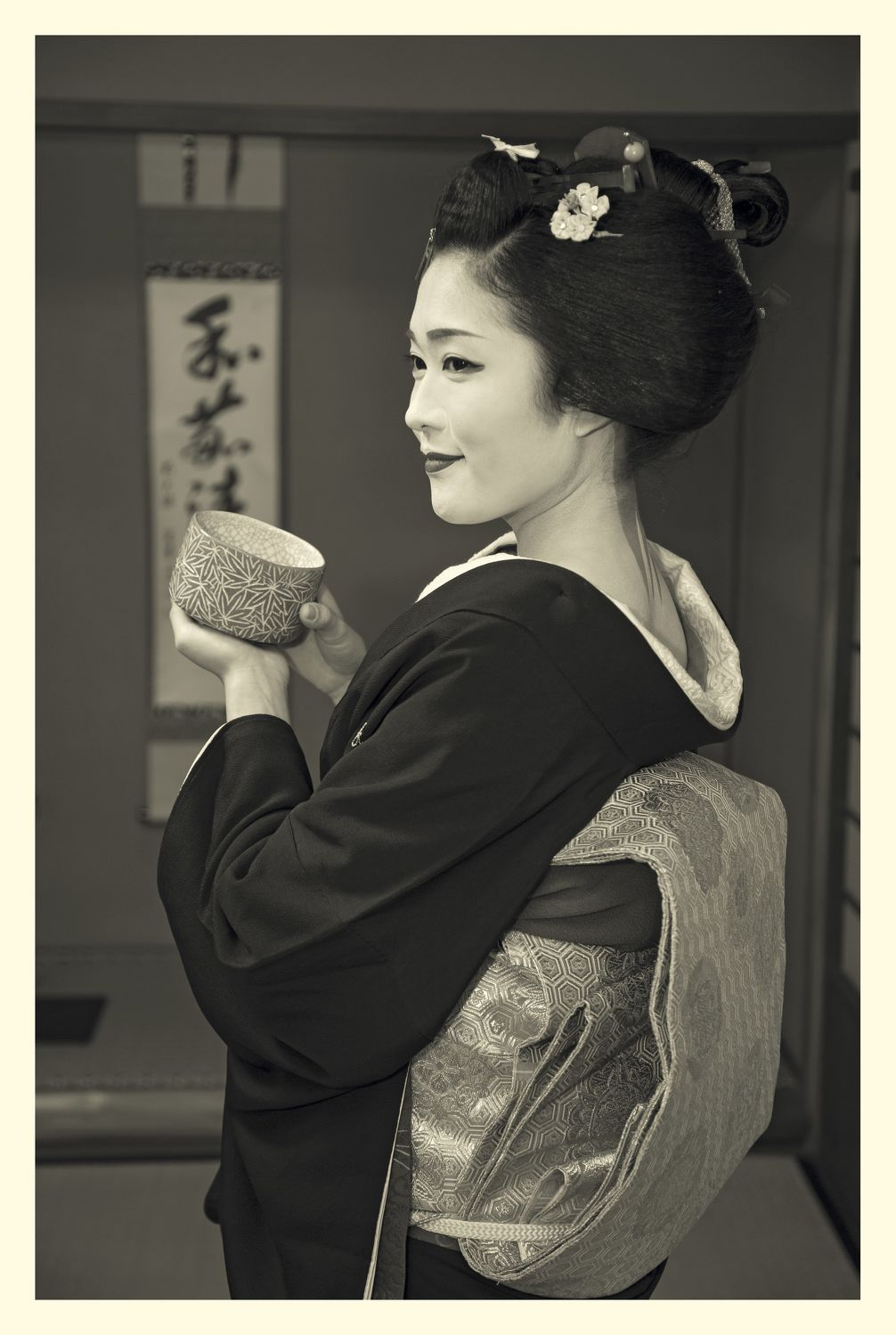 Photo of a geiko in Kyoto by Russel Wong - THE EDGE SINGAPORE